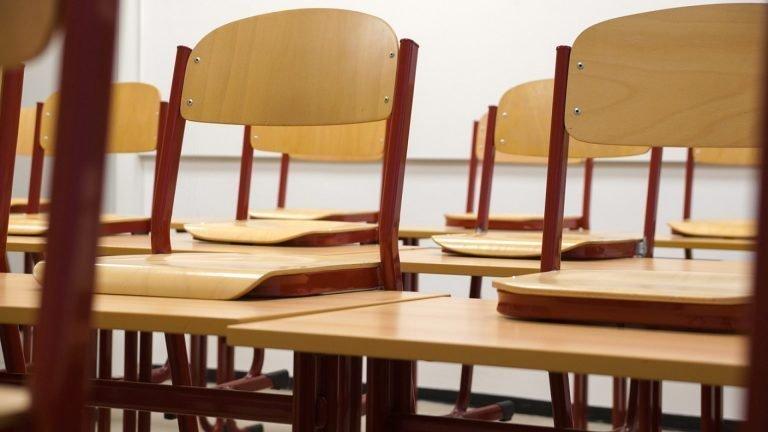 La table d'écolier en bois, un meuble indispensable pour l'apprentissage