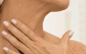 5 remèdes naturels pour se débarrasser des rides sur le cou