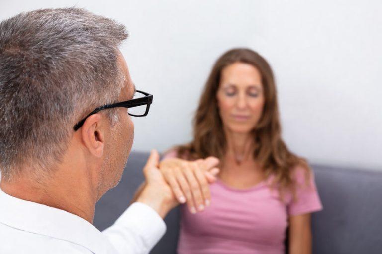 Quels sont les rôles et qualités d'un hypnothérapeute?